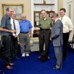 Visita do Chefe de Pesquisa da Força Aérea Americana (USAF), Dr. Harold Weinstock e de pesquisadores da Base Aérea de Hanscom - Foto1